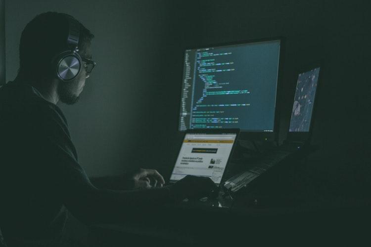 cel6 - Golpes na internet mais comuns e como evitar
