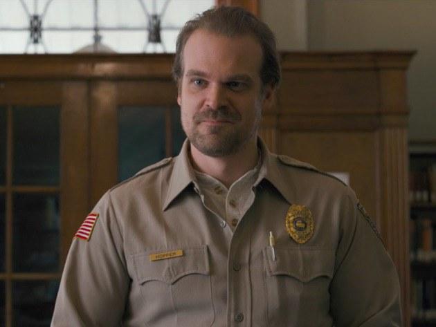 stranger things hooper - Stranger Things: review da 3ª temporada e o que esperar da próxima