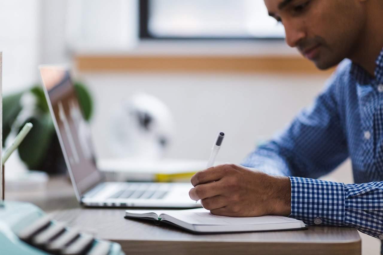 pós graduação - Língua estrangeira, pós-graduação ou cursos extracurriculares: o que mais alavanca sua carreira?