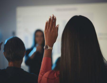 como destacar reunao apresentacao trabalho 7 450x350 - 7 dicas para se destacar em uma reunião e apresentação de trabalho