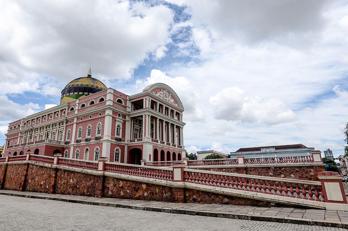 Passar o reveillon, Teatro Manaus