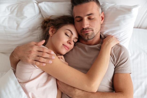 cuple 1 - Alimentação influencia a qualidade do sono? Mitos e verdades