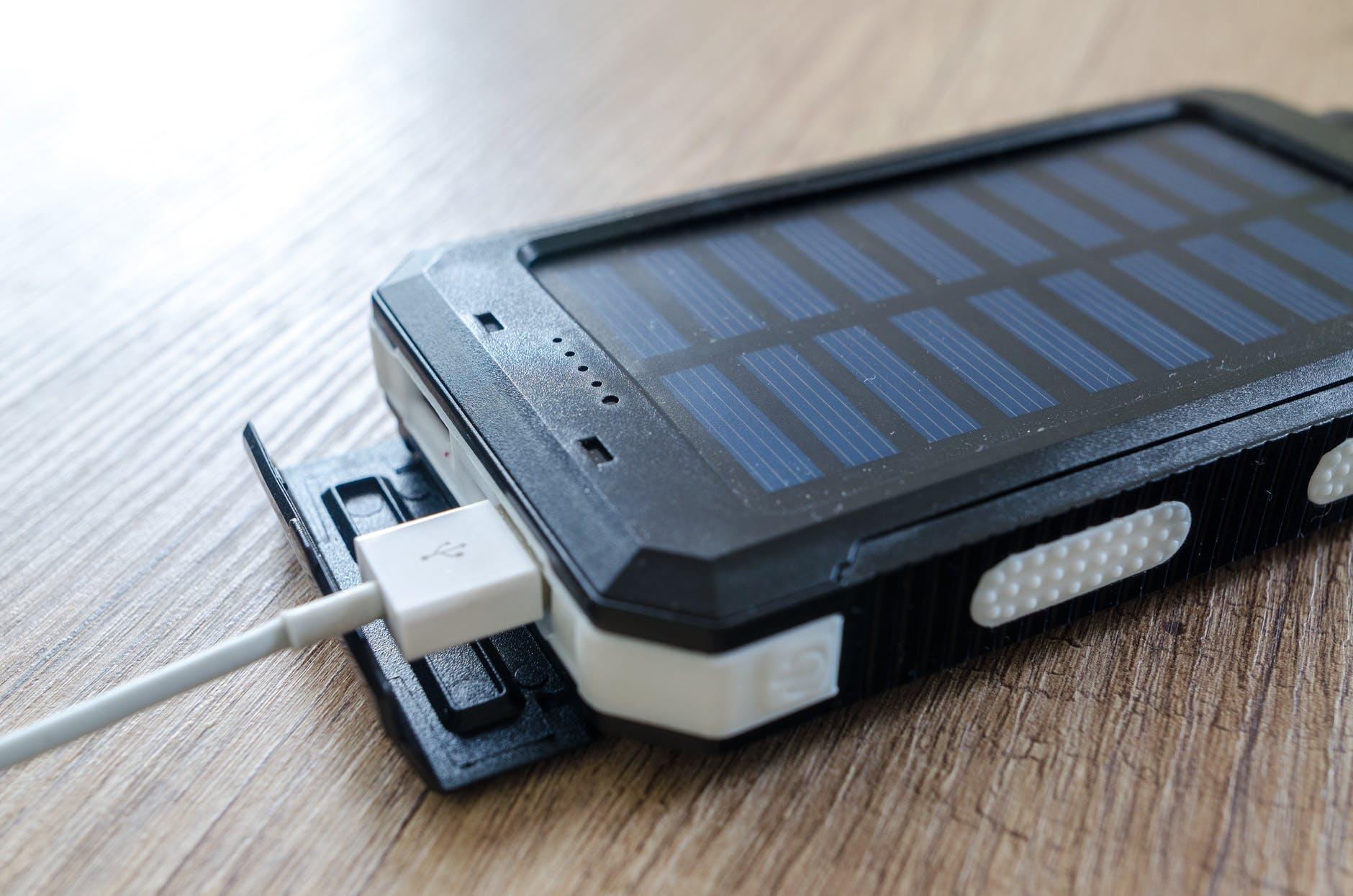 gadgetsessenciaispowerbanksolar 1 - Gadgets essenciais que facilitarão sua vida