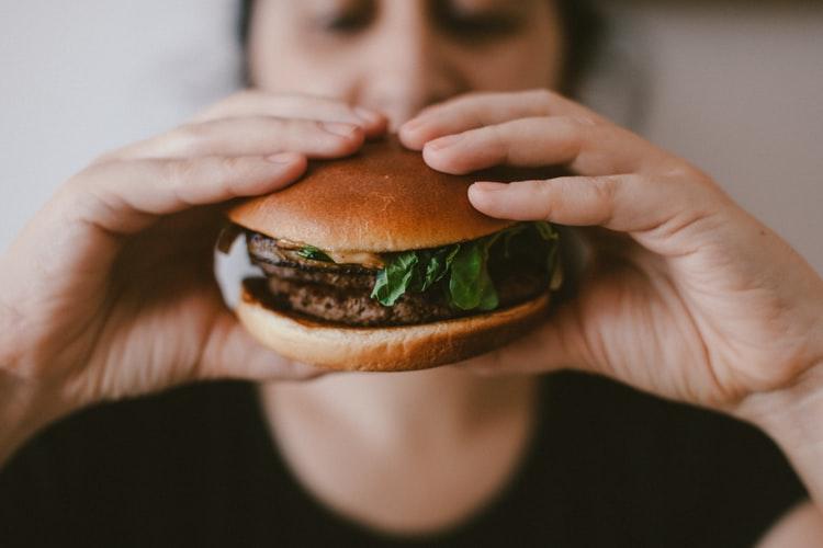 hamburguer - Compulsão alimentar: Entenda tudo sobre esse problema