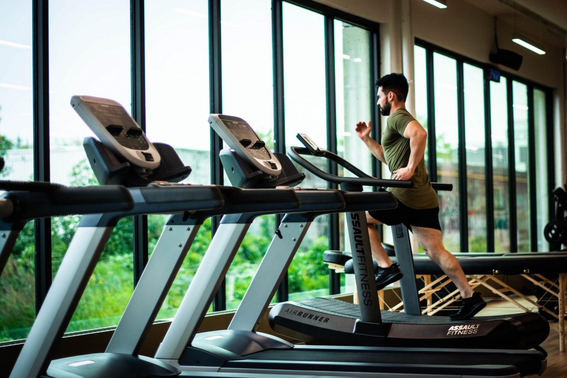 fazer exercicio1 scaled - 10 motivos para praticar exercícios físicos