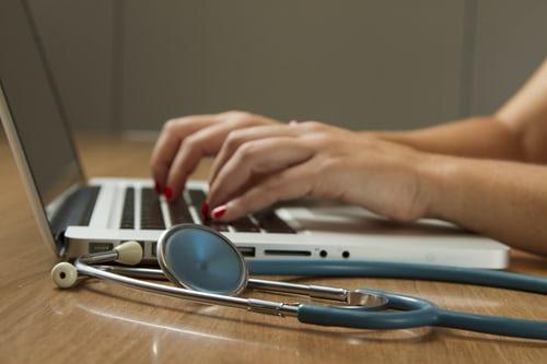 ajudamedica - Outubro Rosa: Como prevenir e de que forma se engajar?