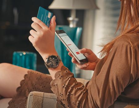 cartão banco digital celular 20783LPSVMS3 450x350 - Guia do PIX: tudo o que você precisa saber