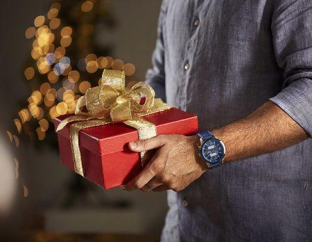 23608GPSVVR1natalpresente 1 450x350 - 6 relógios para dar de presente no fim do ano (ou em outra data)