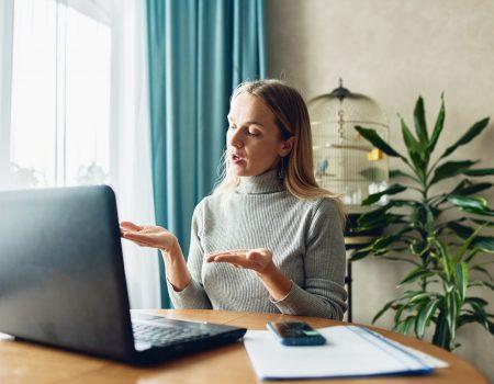 entrevistadeempregoonline2 450x350 - 3 dicas para entrevista de emprego on-line