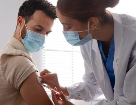 cuidadosposvacina 1 450x350 - Conheça os cuidados pós-vacina do novo Coronavírus