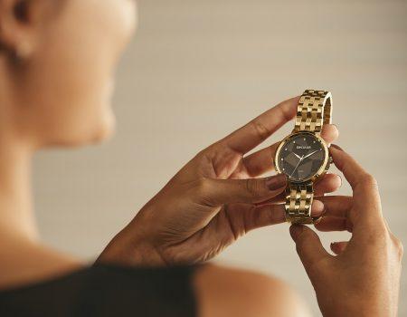 comocuidardoseurelogio1 1 450x350 - Acessório bonito e intacto: como cuidar do seu relógio